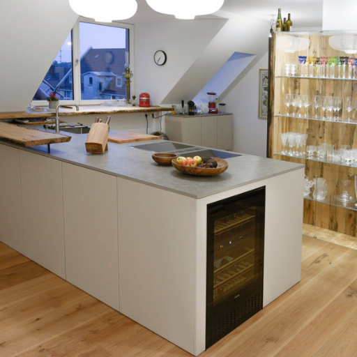Einbauküche nach Maß Siematic SE Lack matt lackiert mit Venezianischer Pfahlholzplatte und Weinglasregal vom Schreiner Miele Weinkühler und Gaggenau Dampfgarer Ofen und Kochfeldabzug